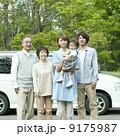 ドライブ 3世代家族 車の写真 9175987