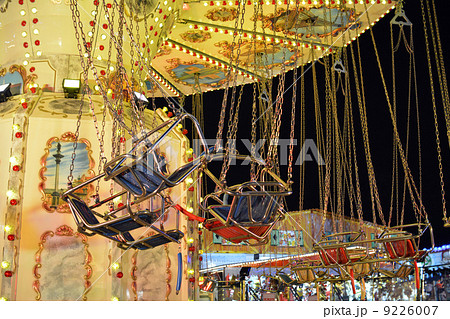 空中se_夜の回転ブランコ移動遊園地・ロンドン(ハイドパーク)の