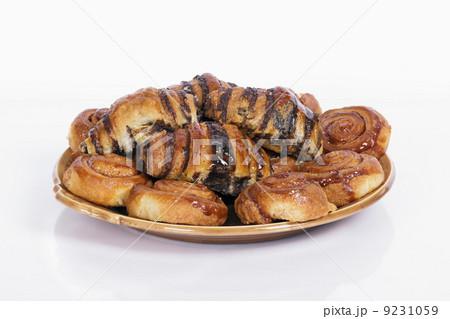 sweet buns on a plateの写真素材 [9231059] - PIXTA