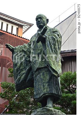 日蓮の銅像(本能寺・門前/京都市中京区寺町通御池下ル下本能寺前町) 9240075