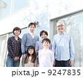三世代 団らん 親子の写真 9247835