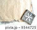 雪の結晶とニット 冬のイメージ 9344725