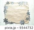 雪の結晶の切り絵のフレーム 冬のイメージ 9344732