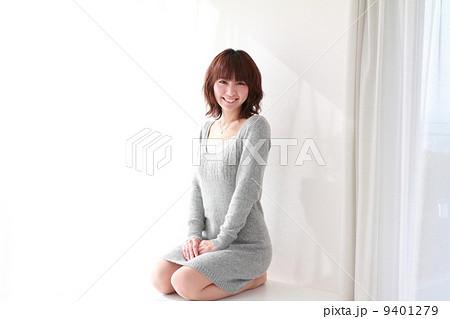 正座する美女 9401279