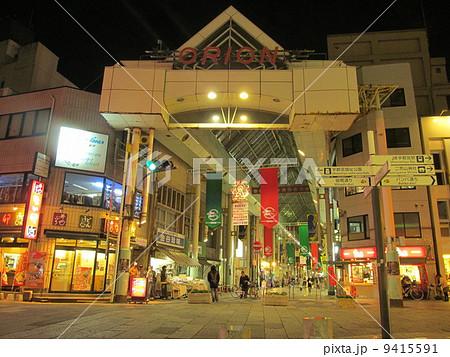 宇都宮市 アーケード商店街の夜 9415591