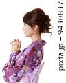 女性 祈る 服の写真 9430837