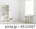 窓辺の机とイス 9512987