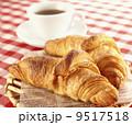 クロワッサンとコーヒー 9517518