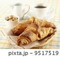 クロワッサンとコーヒー 9517519