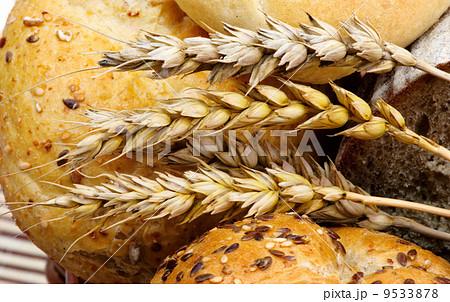 Fresh bread with wheat.の写真素材 [9533878] - PIXTA