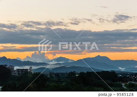 八王子から見た奥多摩の山並み 9585128