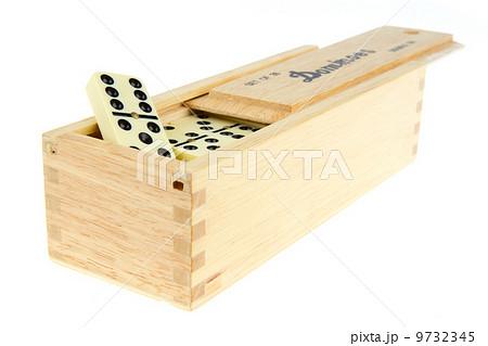 Domino in wooden boxの写真素材 [9732345] - PIXTA