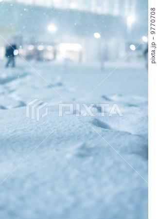 雪の日 街中 9770708
