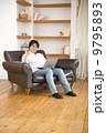 ノートパソコン OKサイン 人物の写真 9795893