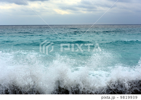 新島の海、波 9819939