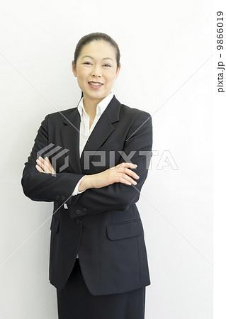 働くビジネスウーマン 9866019