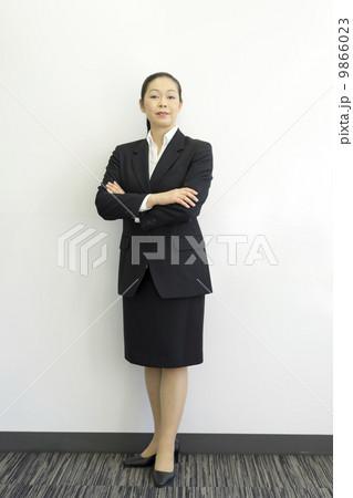 働くビジネスウーマン 9866023