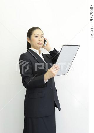 働くビジネスウーマン 9879687