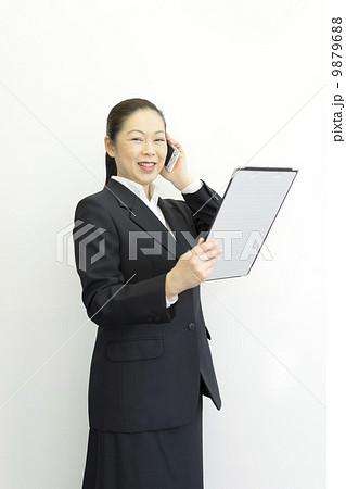 働くビジネスウーマン 9879688