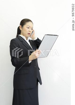 働くビジネスウーマン 9879832