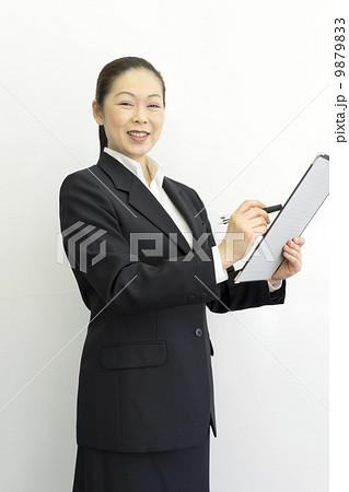 働くビジネスウーマン 9879833