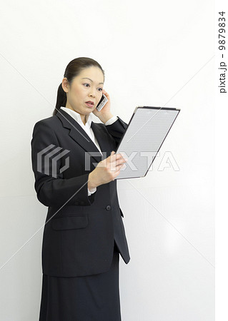 働くビジネスウーマン 9879834