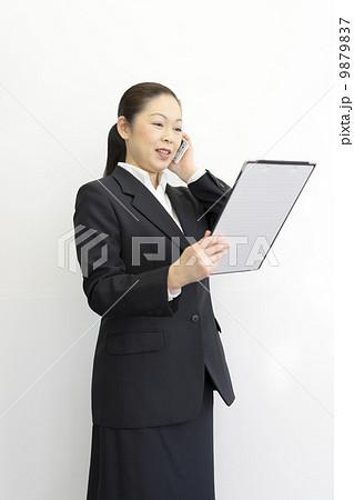 働くビジネスウーマン 9879837