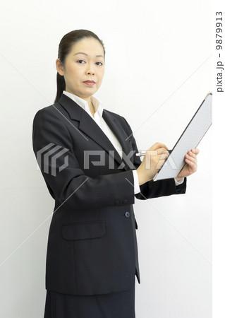 働くビジネスウーマン 9879913