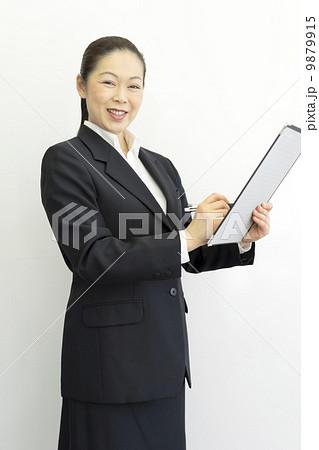働くビジネスウーマン 9879915