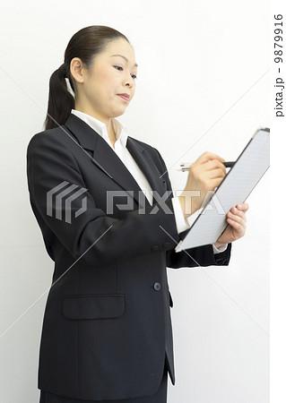 働くビジネスウーマン 9879916