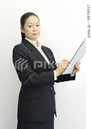 働くビジネスウーマン 9879917