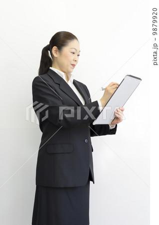 働くビジネスウーマン 9879920