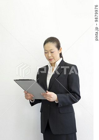 働くビジネスウーマン 9879976