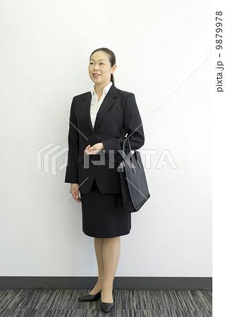 働くビジネスウーマン 9879978