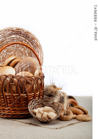 Fresh breads for a variety of sacking.の写真素材 [9889641] - PIXTA