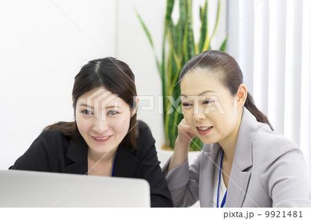 働くビジネスウーマン 9921481