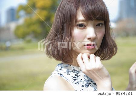 若くてかわいい女性 9934531