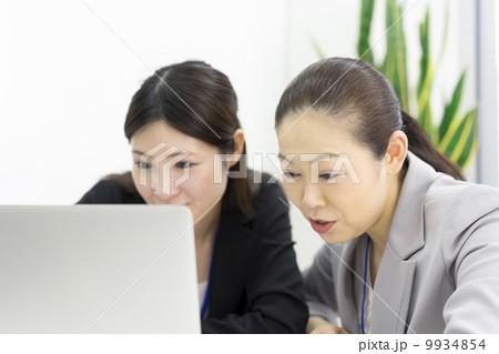 働くビジネスウーマン 9934854
