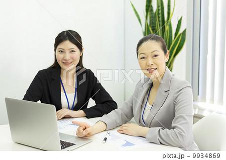 働くビジネスウーマン 9934869