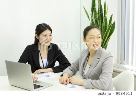 働くビジネスウーマン 9934911