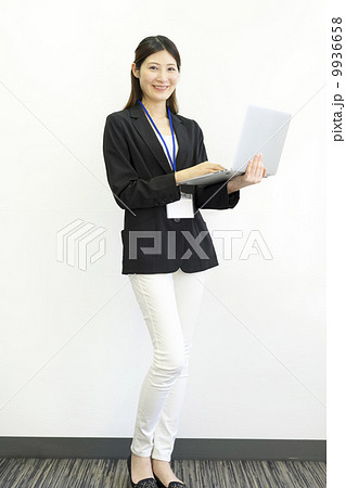 働くビジネスウーマン 9936658