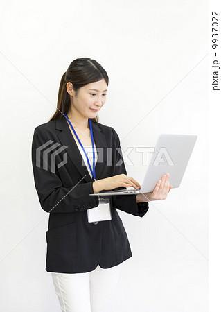 働くビジネスウーマン 9937022