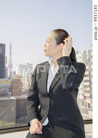 働くビジネスウーマン 9937183