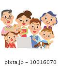 3世代家族でパソコンを見る 10016070