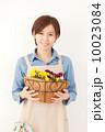 笑顔 女性 ガーデニングの写真 10023084