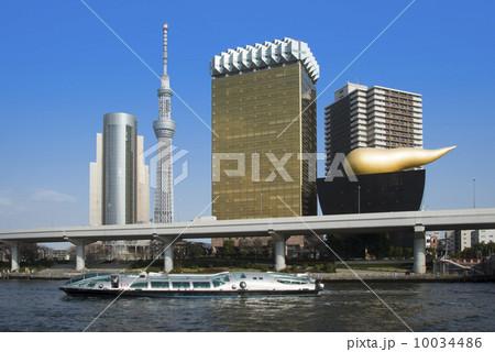 東京スカイツリーとアサヒビール本社と水上バス・ヒミコ 10034486
