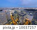 摩天楼の新宿高層ビル街と東京タワーをはじめ、東京スカイツリーまで東京都心全体を見渡す。[東京絶景] 10037257