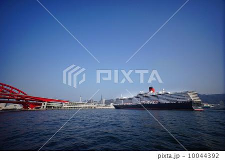 神戸港に入港するクルーズ客船 10044392