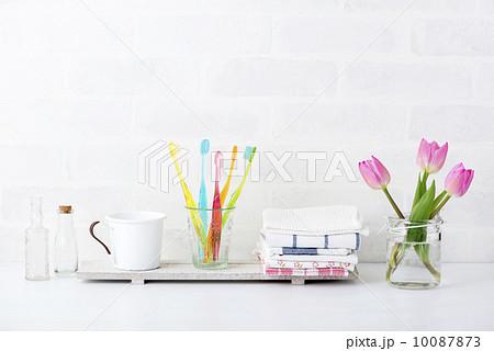 歯ブラシ 洗面所  カラフルの写真素材 [10087873] - PIXTA