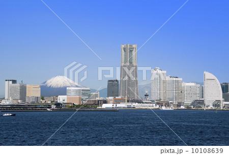 横浜みなとみらいと富士山 10108639